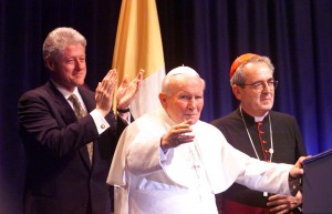Pope John Paul with Clinton II in St. Louis